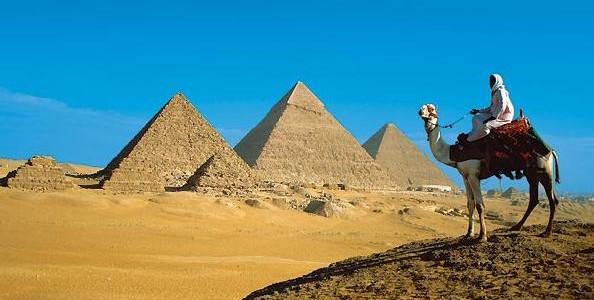 Egipto-Costa-Camello-Piramides-594x300